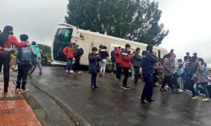 Bus con 16 menores se accidentó en Tocancipá.